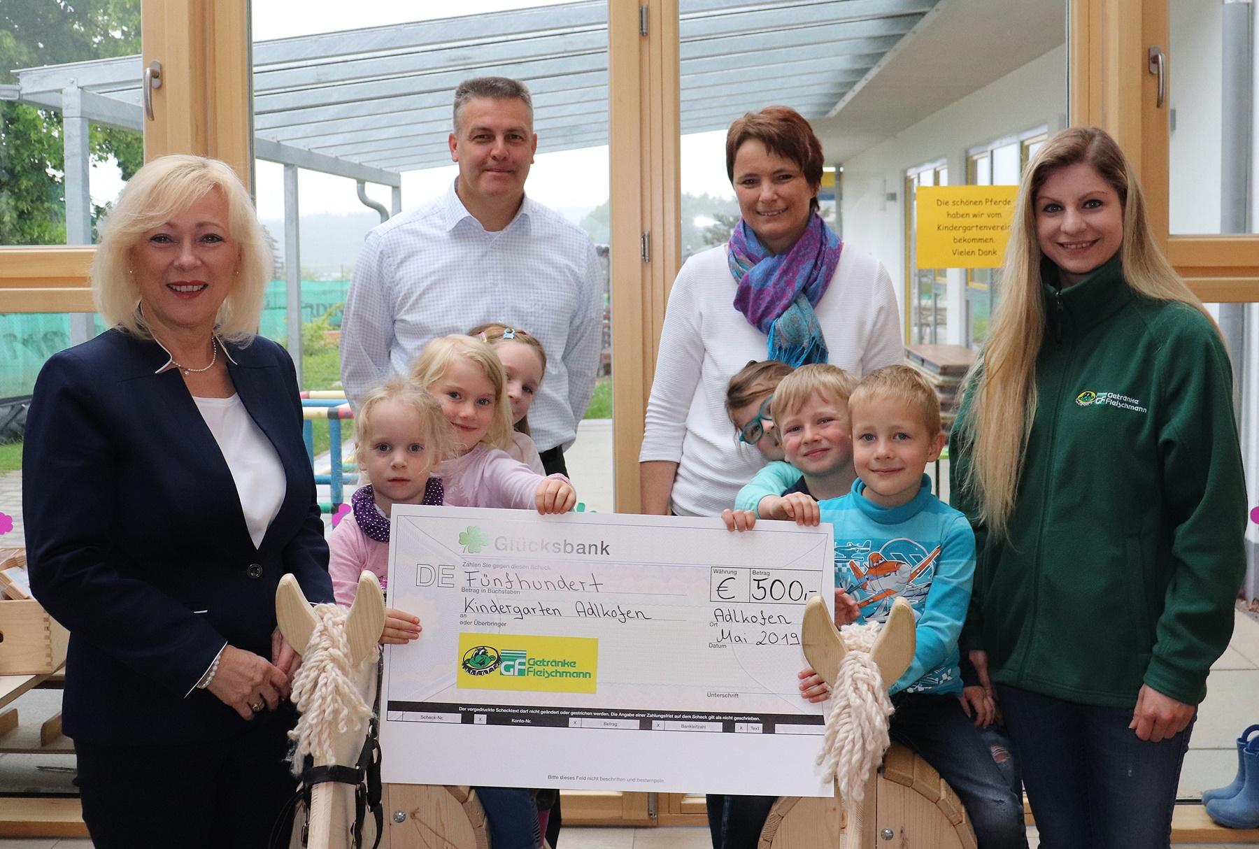 Foto Spendenübergabe Kindergarten Fleischmann bearbeitet